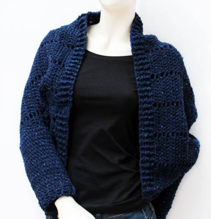 Shrug with navy blue wool