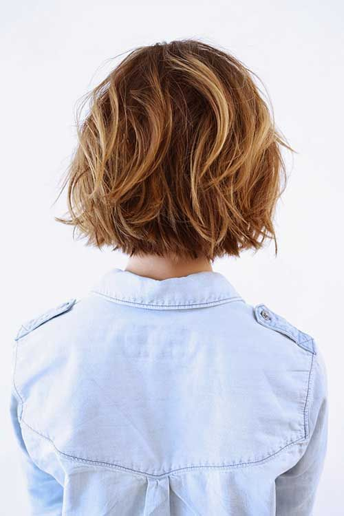 Caramel highlights on messy short hairs