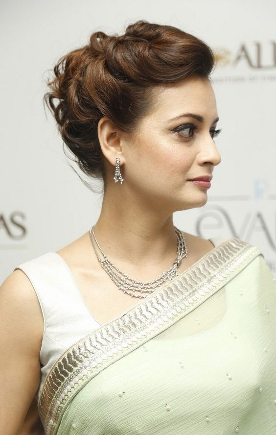 Easy Hairstyles For Sarees With Face Shape Guide - Elegant hairstyles for round face