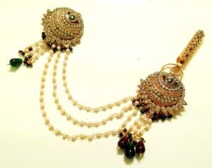Kundan and Pearls Saree brooch