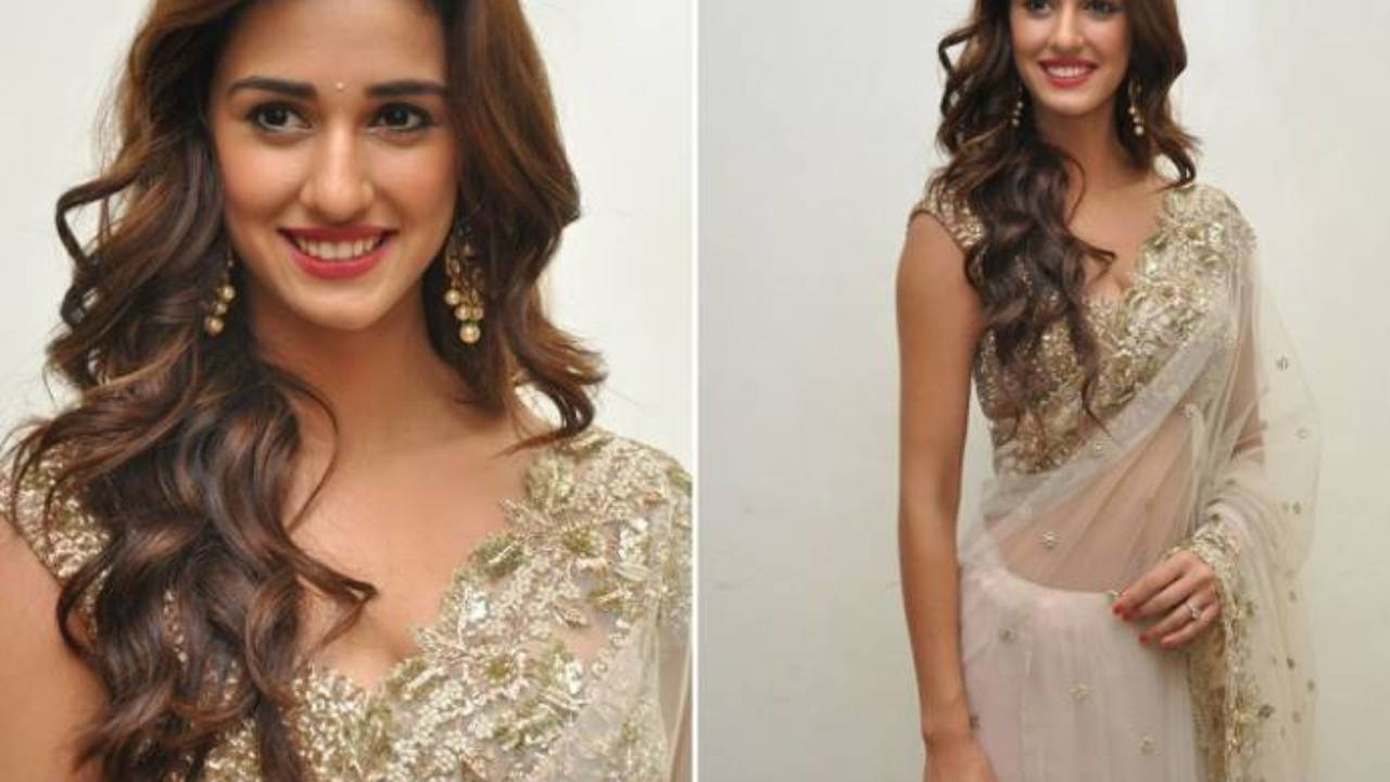 20+ best open hair styles & free hair styles for sarees