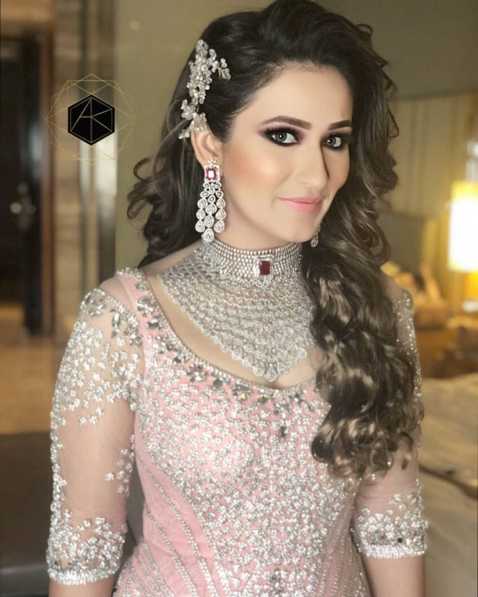 Hair Style Wedding Open Hair: 20+ Best Open Hair Styles & Free Hair Styles For Sarees