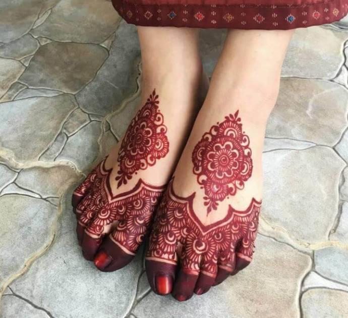Ethnic touch with mehandi