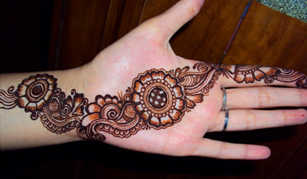 Feminine mehendi fashion