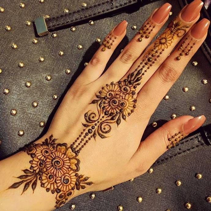 Flowery look back hand bridal mehndi