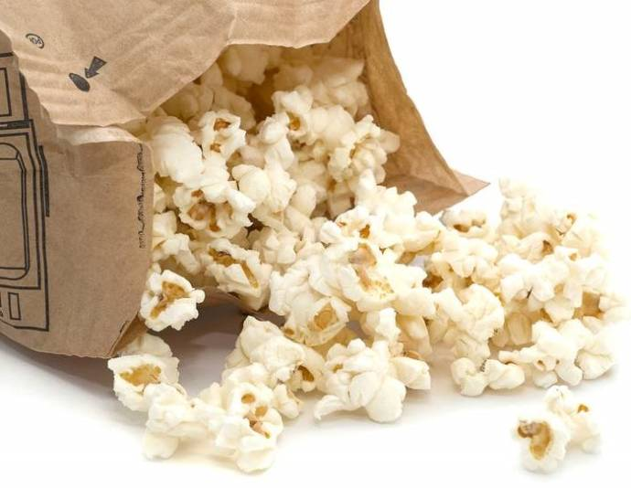 Microwave popcorn with full of chemicals