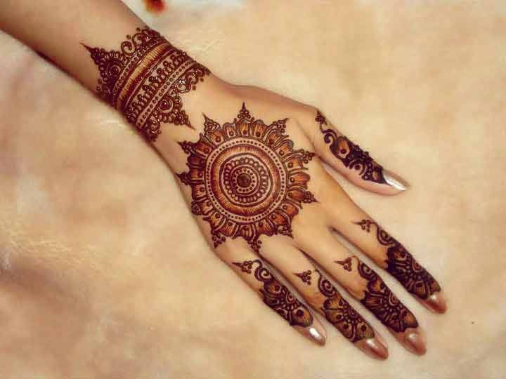 Playful and sophisticated mehndi design