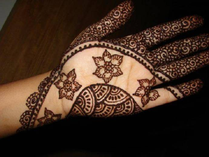 Simple yet classy floral Henna designs for Diwali