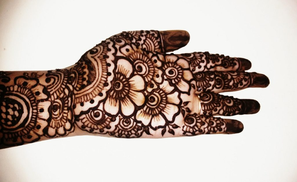 Mehandi designs of floral petals