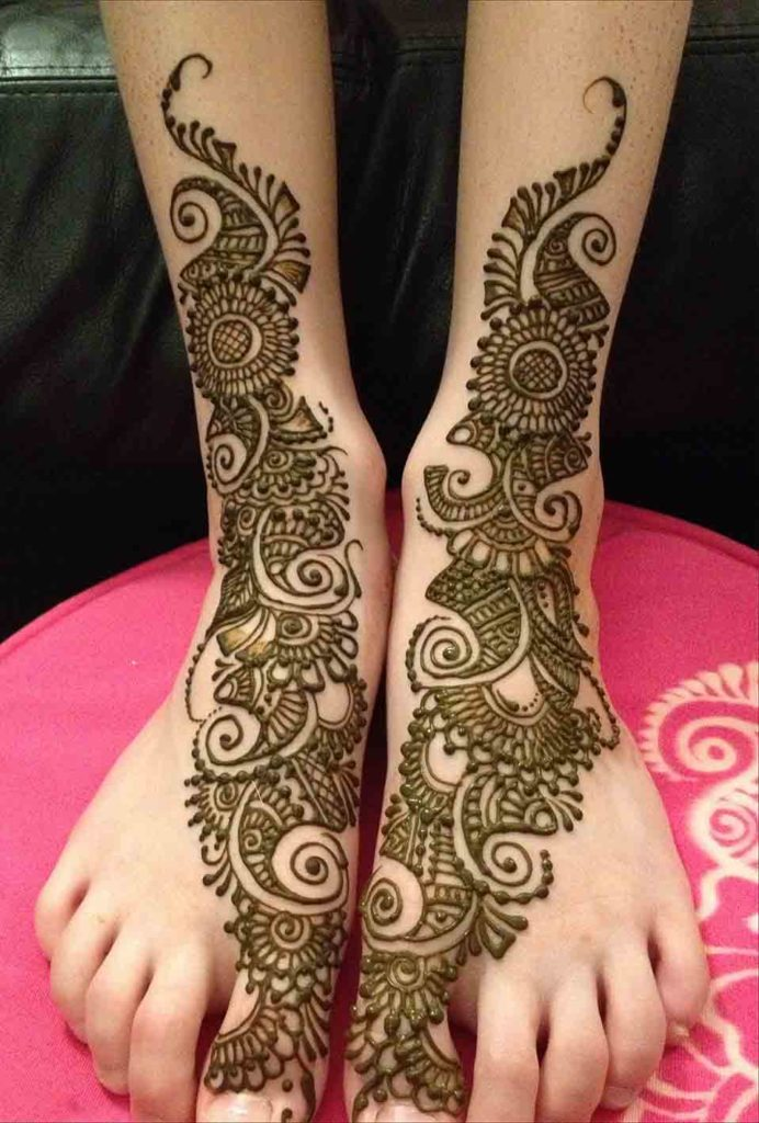 Simple wedding mehendi design for legs