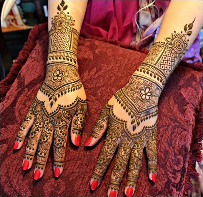 Circles and Temple Pattern Mehendi Design