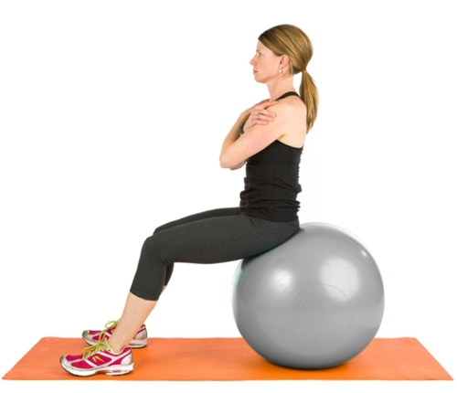 Abdominal crunches on the ball