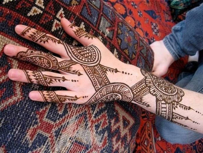 geometric shapes and lines mehndi design