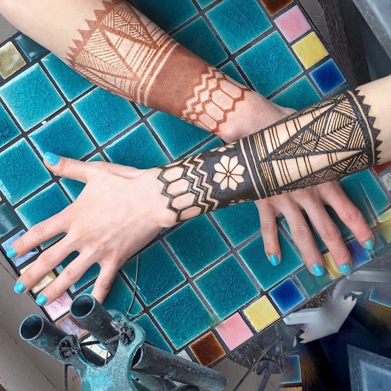The chic henna design with geometric patterns