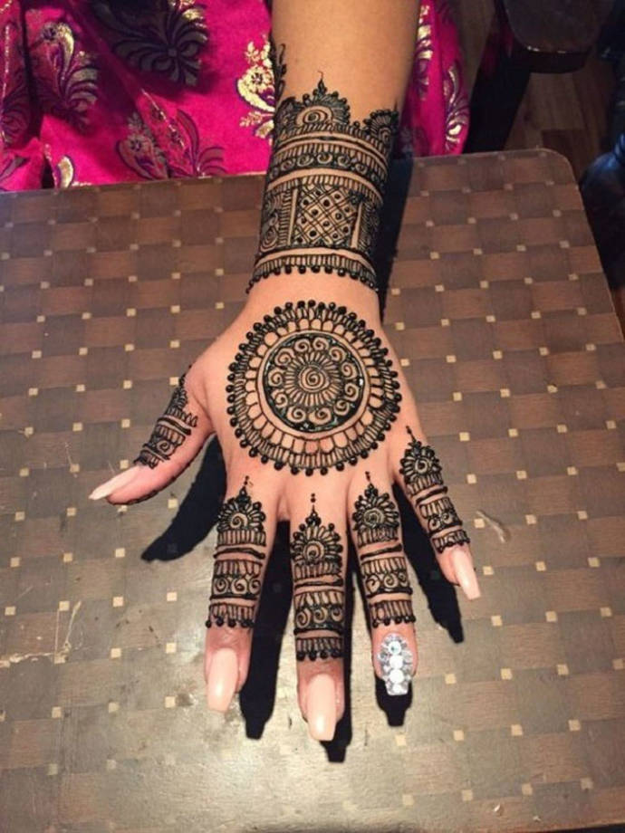 Architectural mehendi design
