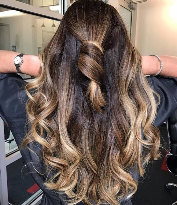 Casual Balayage and blond highlight