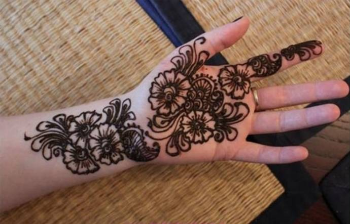 Trendy henna design with disjoint floral sets