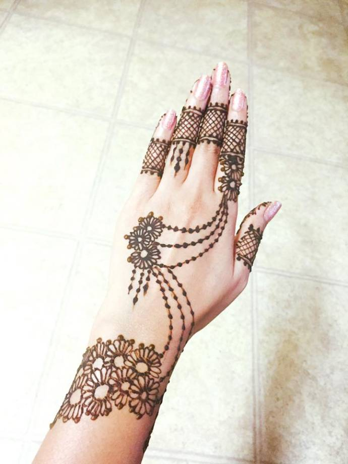Chain mehndi design for mehandi function