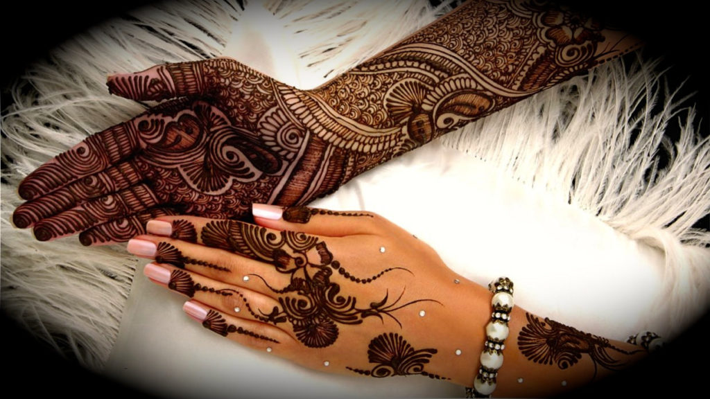 Fashion and festivals with mehendi design
