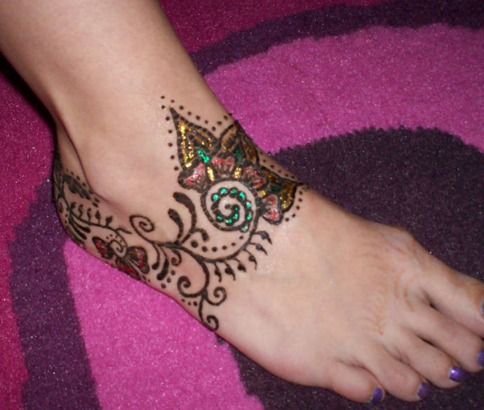 Side feet glitter mehandi design