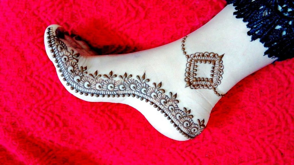 Anklet Mehndi Design with Bottom Vine