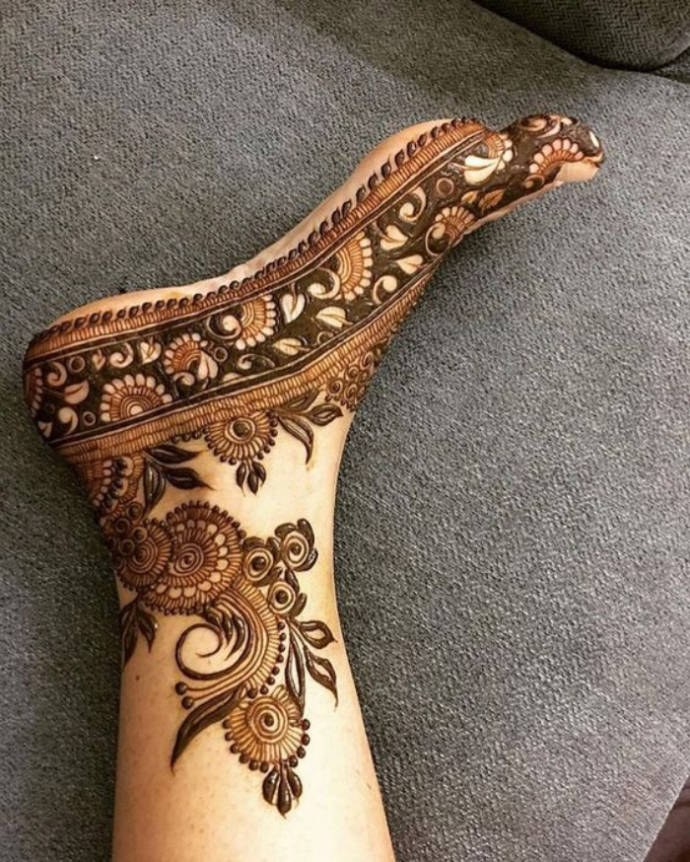 Arabic Mehndi Design with Heavy Filling