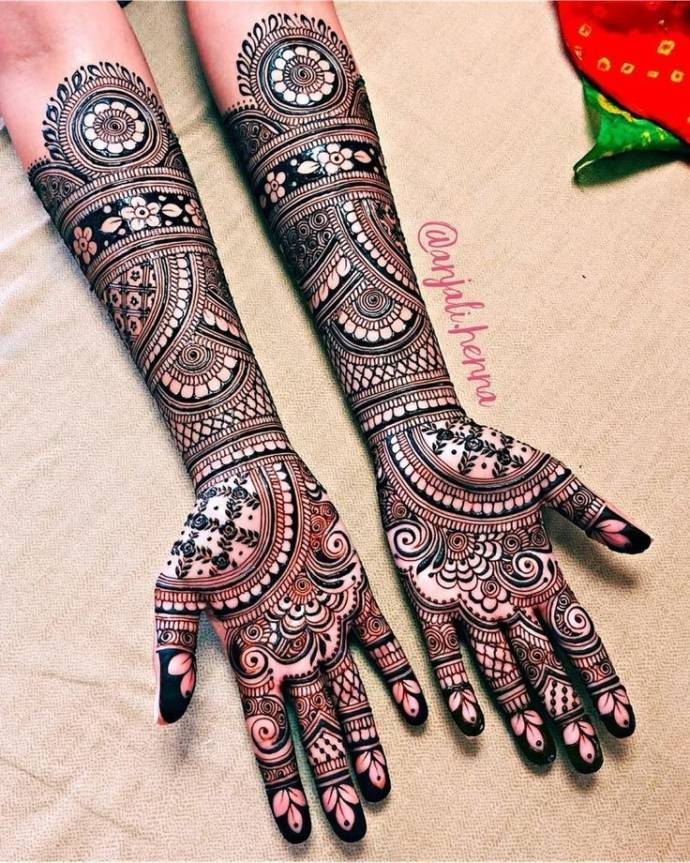 Exquisite Full Hand Black Mehndi Design