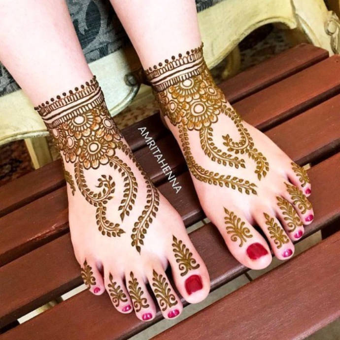 Floral Ankle and Vine Style Mehndi