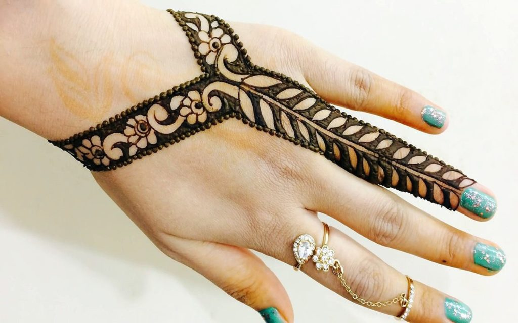 Haath Phool Henna Design