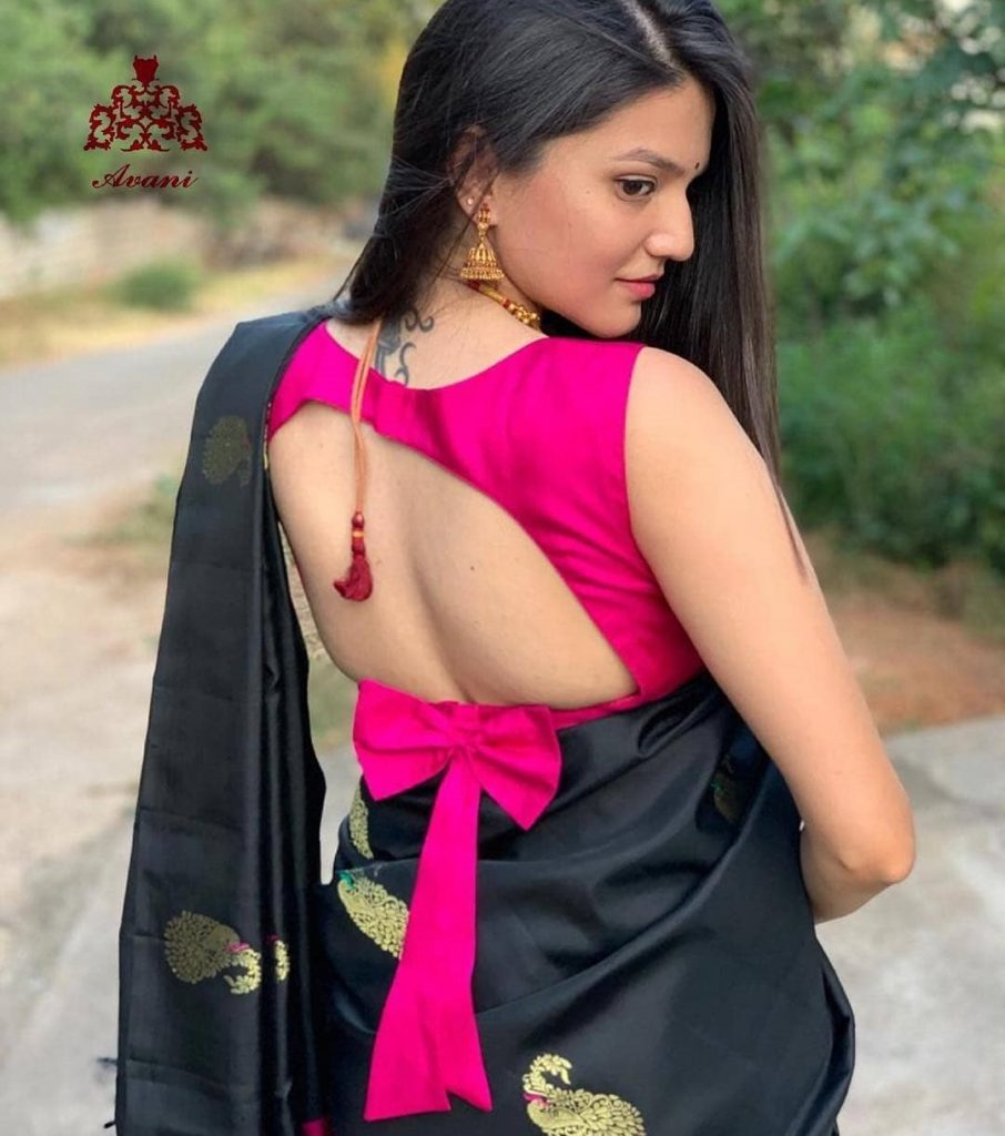 Plain backless sleeveless blouse with a back bow