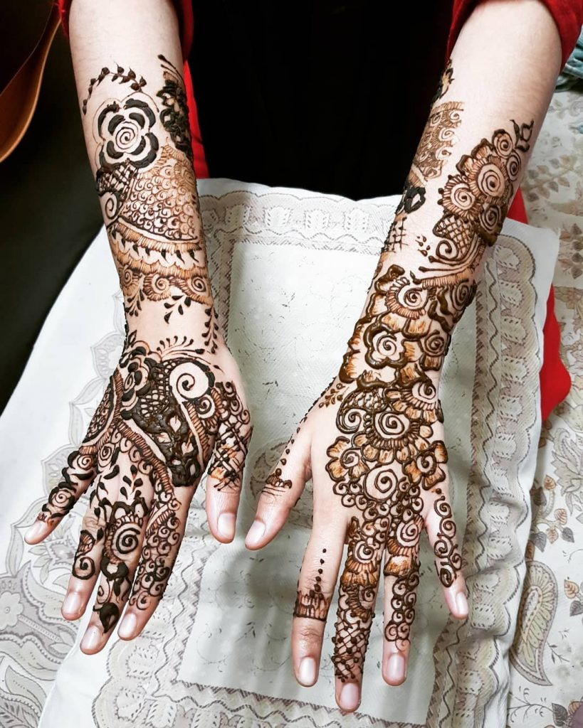 Roses and Spiral Bridal Henna Magic