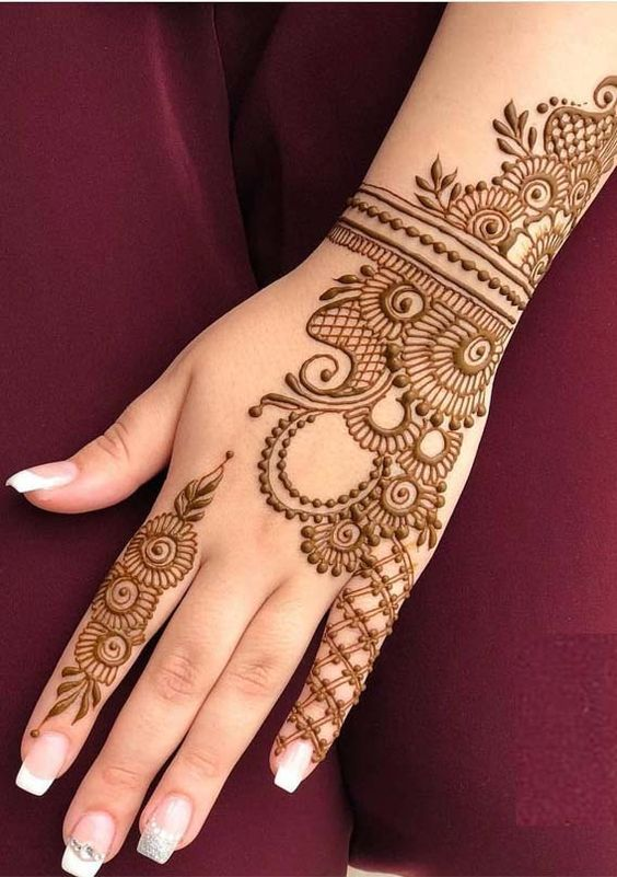 Side Swept Outline Mehndi Design