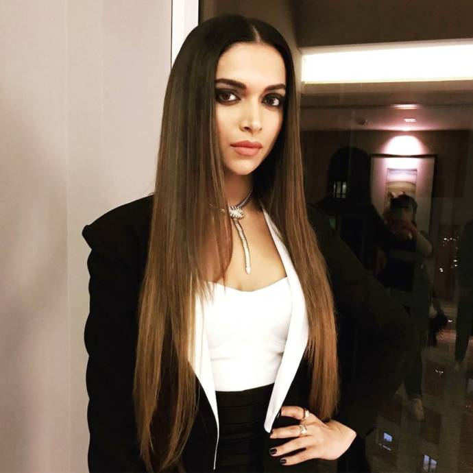 Latest Deepika Padukone Hairstyles & Hair Cuts 2019 ...
