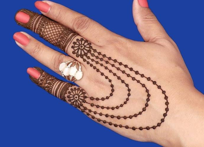 simple mehndi designs for back hand fingers